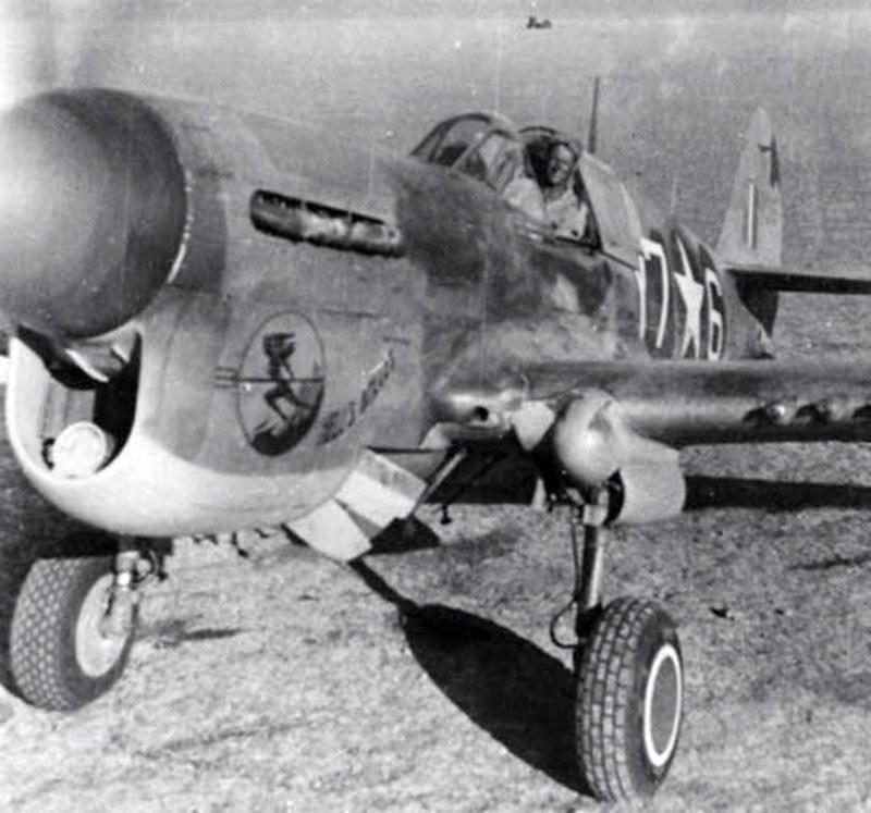derpanzergraf: Un P-40 du 324 Fighting Group prêt à décoller en Sicile à l'été 1943.