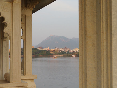 ajouter des tags city palace citypalace lake hotel taj tajlakepalacehotel lakepalace lakehotel lakepalacehotel udaipur rajasthan india inde indien architecture pichola fortress incredibleindia architectuur architektur five star luxury marble garden room view palais chateau schloss paleis kasteel tourism amazing places visit majestic monsoon