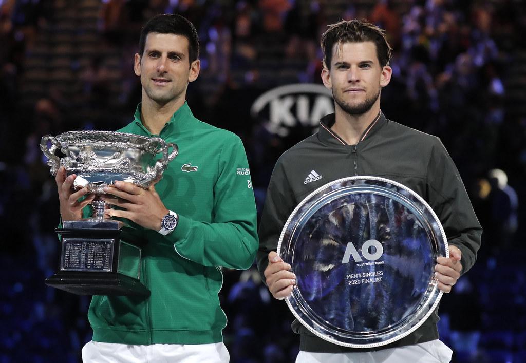 Novak Djokovic(左)逆轉衛冕澳網男單冠軍。(達志影像)