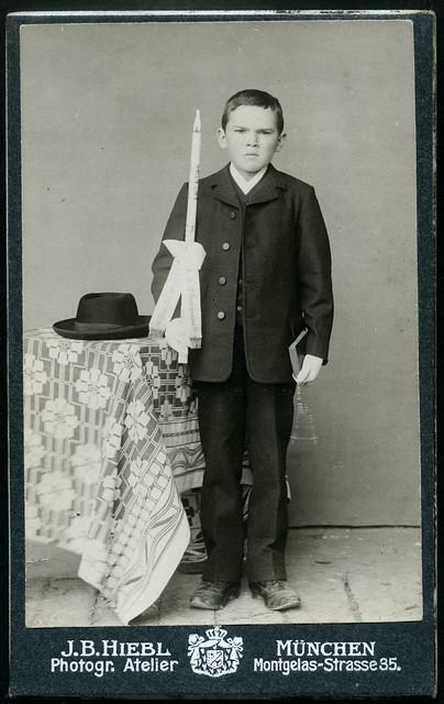 ArchivV174 Erstkommunion, Junge (front), München, 1900er