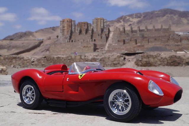 1958 Ferrari Testa Rossa 1/24 diecast made by Danbury Mint