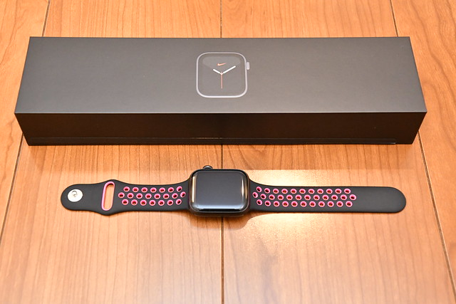 Apple Watch Nike Series 5 (44mm, Space Gray)