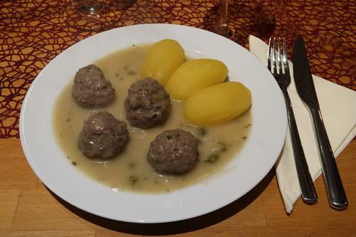 Königsberger Klopse mit Salzkartoffeln (mein erster Teller)