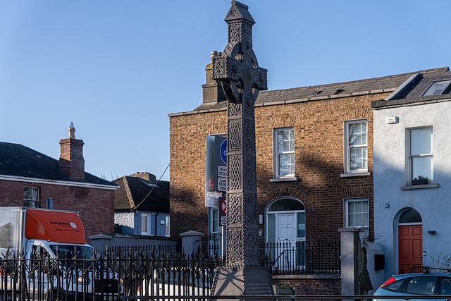 THE CELTIC CROSS AT HAROLD'S CROSS [SCULPTED BY BY JOSEPH COURTNEY]-159820