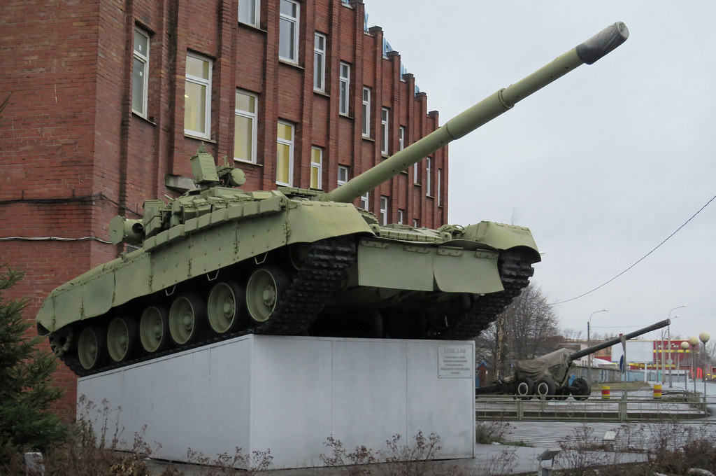 На Нефтяной дороге, СПб. бронетехника,танки