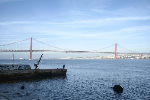 Sunday morning fishing #street #lisbon #portugal #t3mujinpack