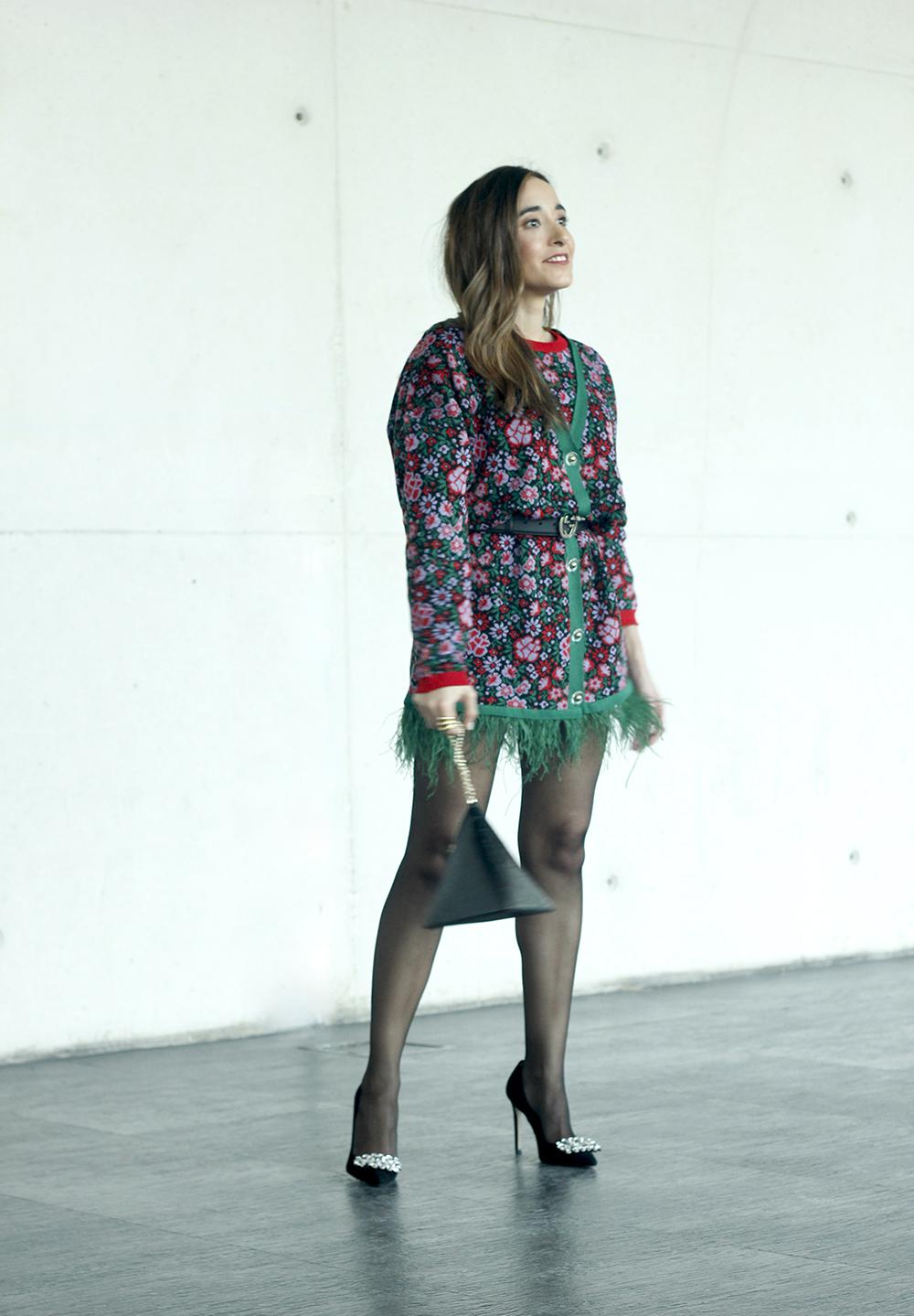 robe à fleurs et plumes tenue Madrid Fashion Week 20196