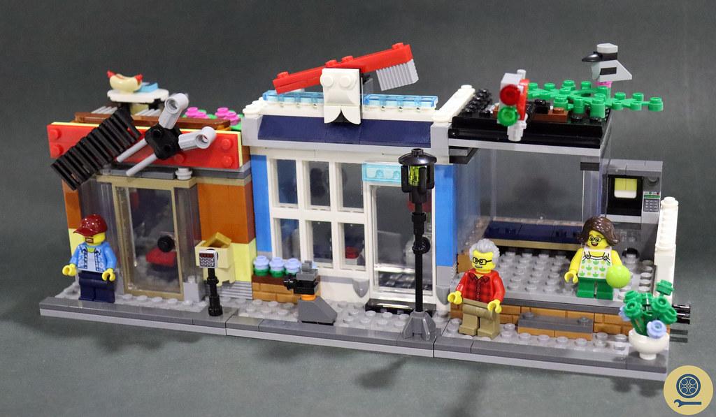 31097 Townhouse Pet Shop & Café 8
