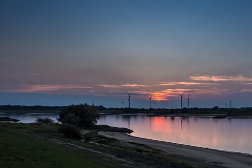 elbe fluss river sonnenuntergang sunset blauestunde bluehour windräder