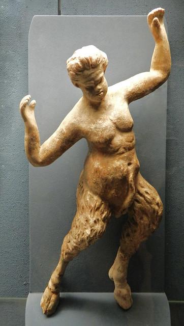 esculltura satiro mitologia romana Museo del Vino de Rheingau Rheingauer Weinmuseum Rudesheim Valle del Rin Alemania