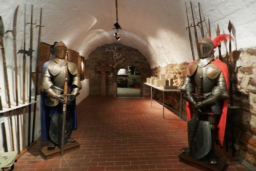 armadura y armas medievales Museo del Vino de Rheingau Rheingauer Weinmuseum Rudesheim Valle del Rin Alemania 01