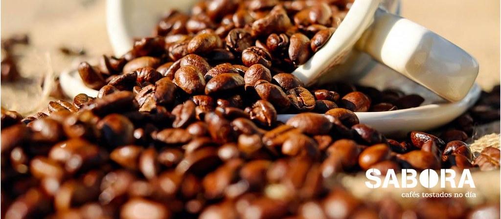 Grans de café e cunca