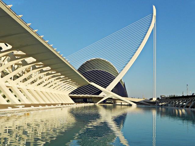 Puente de l'Assut de l'Or  con el Àgora - València