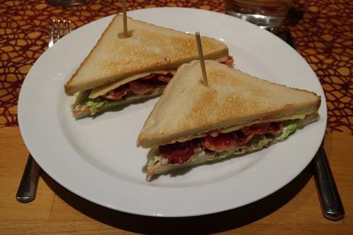BLT-Sandwich (also Sandwich mit Bacon, Salat und Tomaten)
