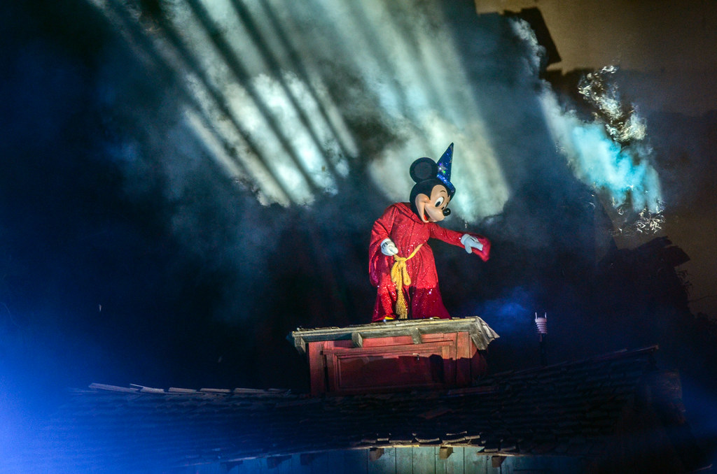 Sorcerer Mickey Fantasmic DL roof