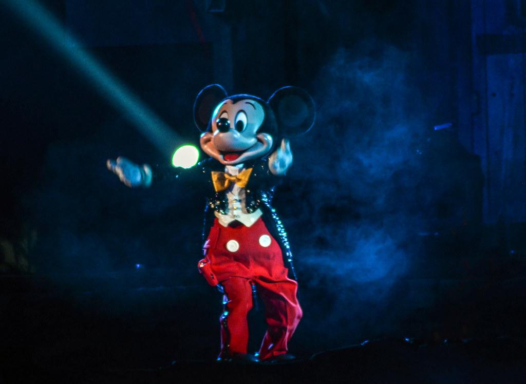 Mickey Fantasmic! smoke DL