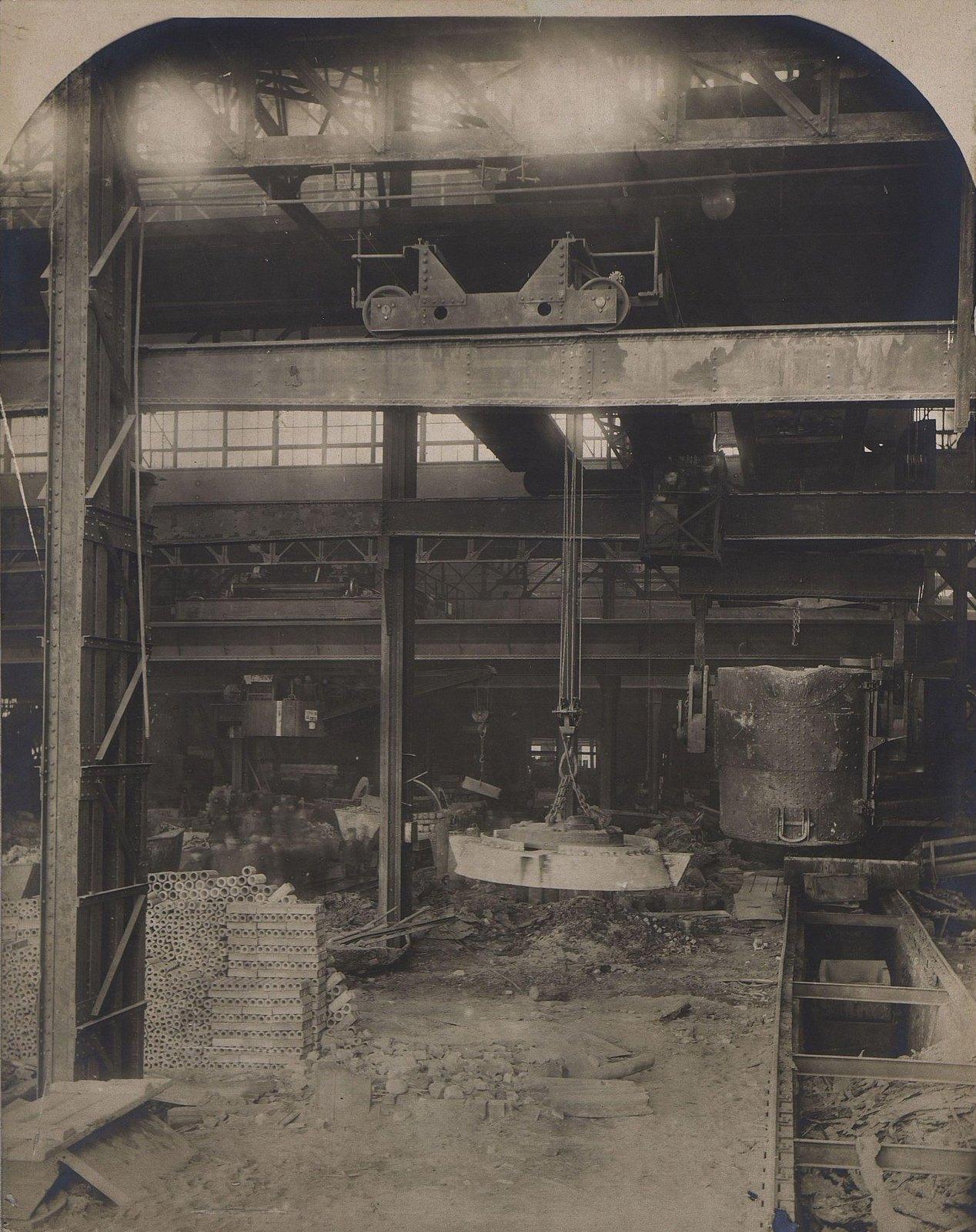 Мартеновская мастерская. Кран 60 тонн с ковшом и электромагнитный кран на 5 тонн