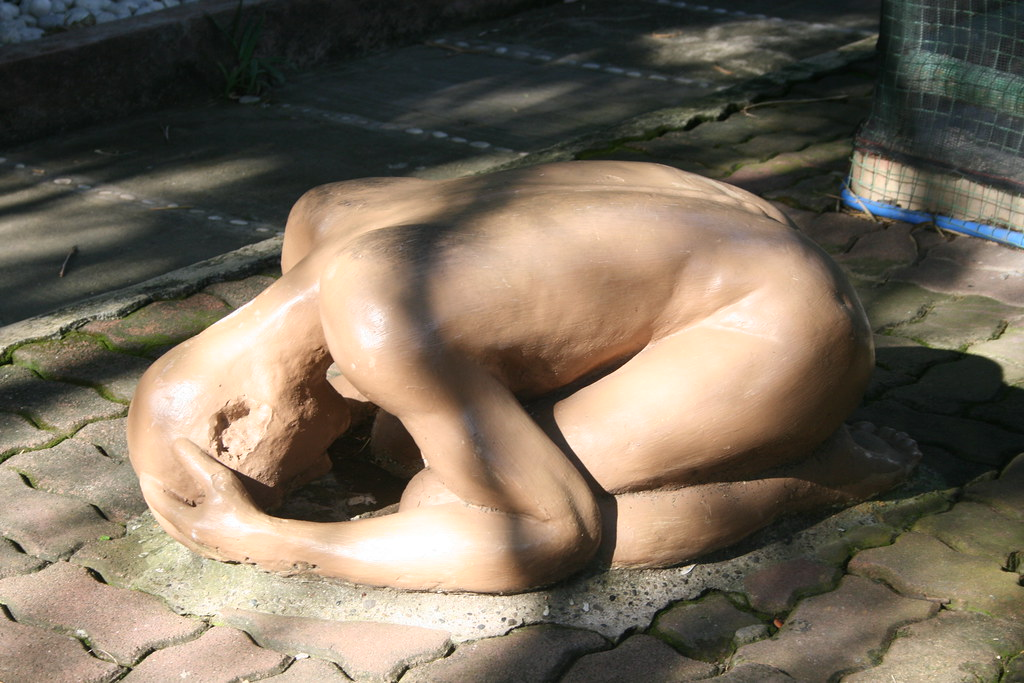 Davao Crocodile Park: Statue of Man in Despair