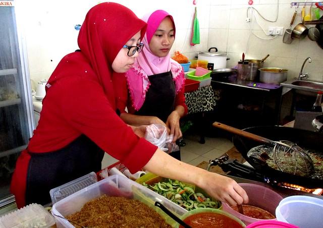 Nasi Kerabu Warong owner