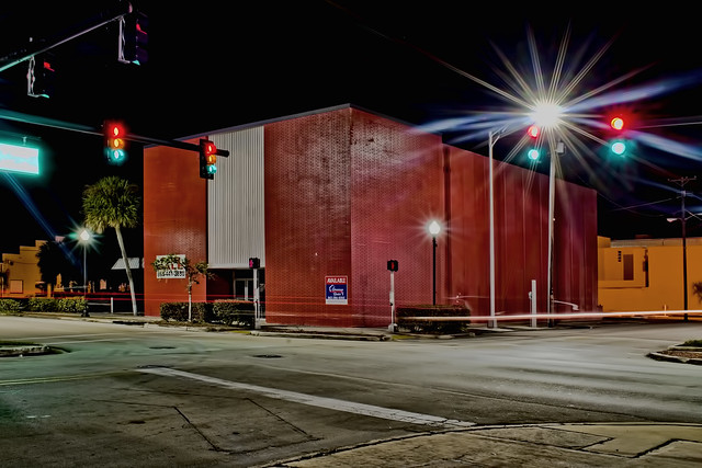 2 W Main Street, Avon Park, Florida, USA / Built: 1961 / Floors: 2 / 10,996 sf / Building Class: B
