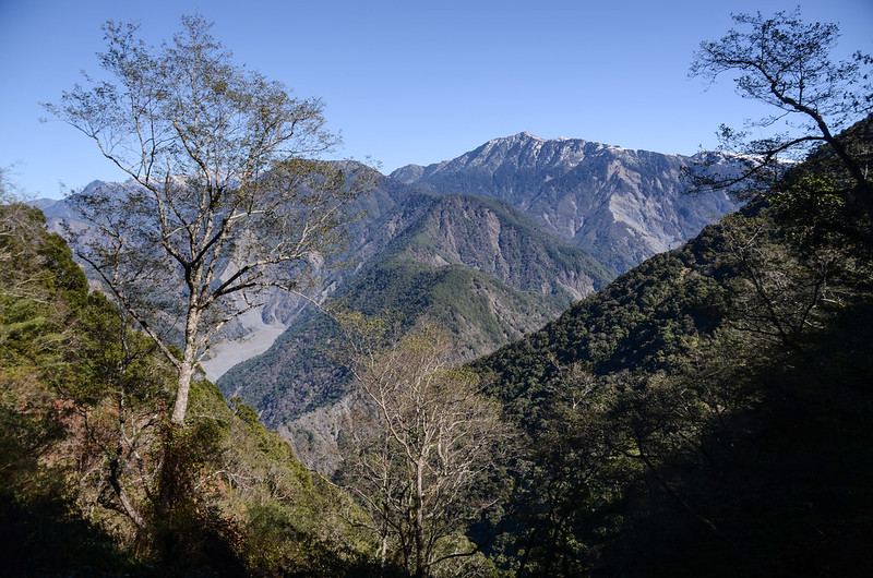 中之關古道海拔2182m東北望玉山群峰、雲峰、南雙頭山 (1)