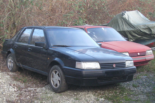 MG Montego 2.0EFi (black) with MG Montego Turbo (red) rusty project cars in Denmark