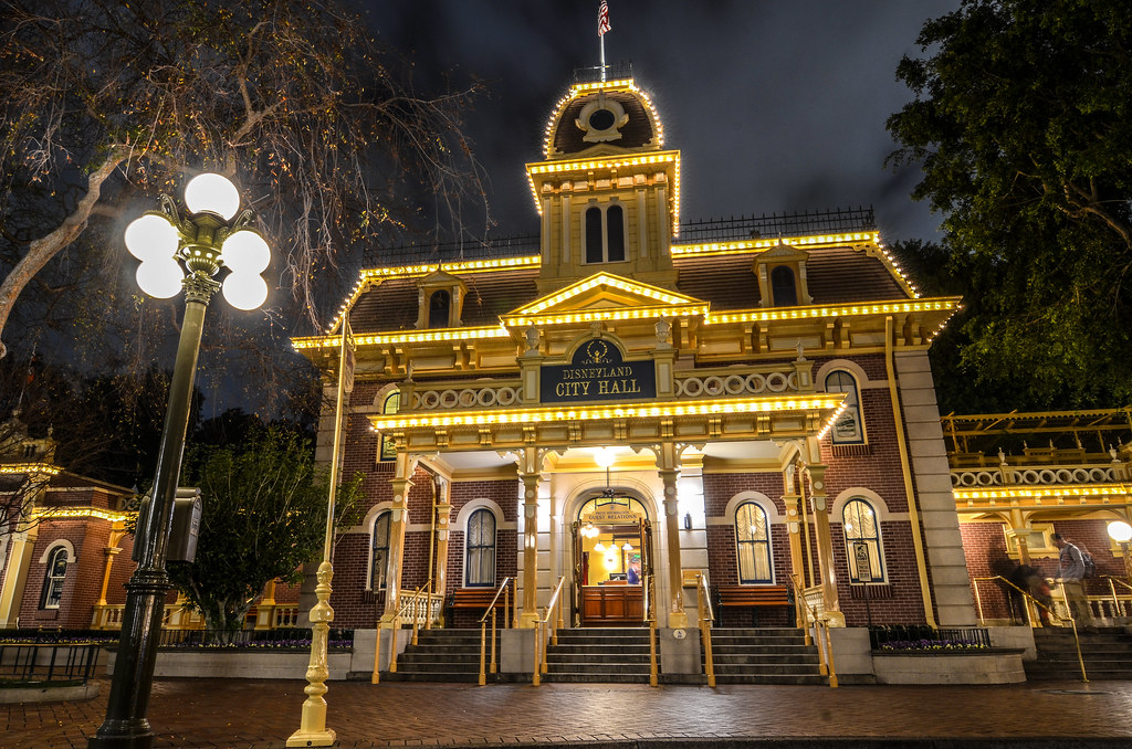 Disneyland City Hall DL night