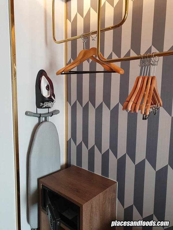 mercure hotel sukhumvit room wardrobe