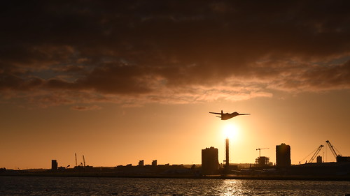 rquk nikon d750 london leereverse06 afsnikkor70200mmf28efledvr sunrise londoncityairport royalalbertdock nikond750