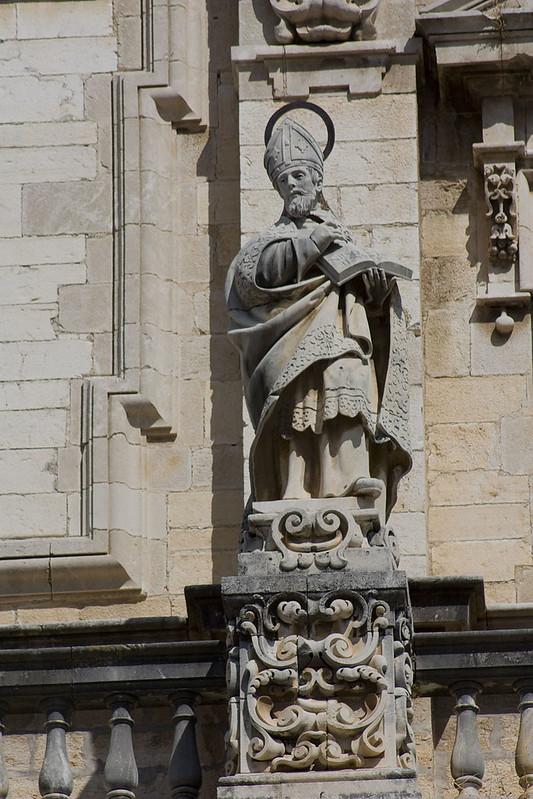 800px-Jaén-Catedral_de_la_Asunción-San_Ambrosio-20110919