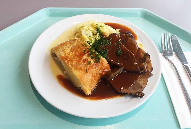 Burgundian roast venison with potato strudel & savoy / Burgunder-Braten vom Hirsch mit Kartoffelstrudel & Wirsing