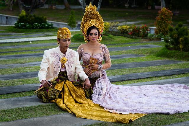 Balinesian wedding couple