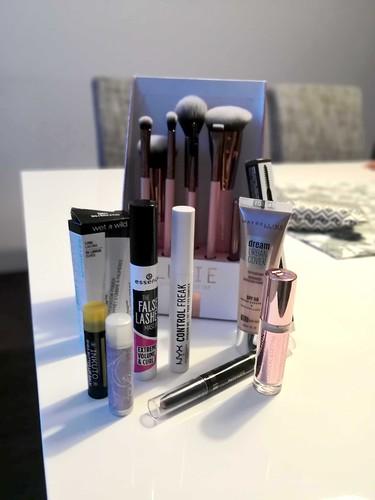 kosmetiikkaostoksia