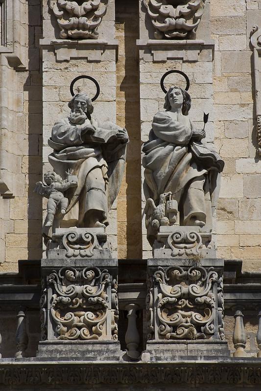 800px-Jaén-Catedral_de_la_Asunción-San_Mateo-San_Juan-20110919
