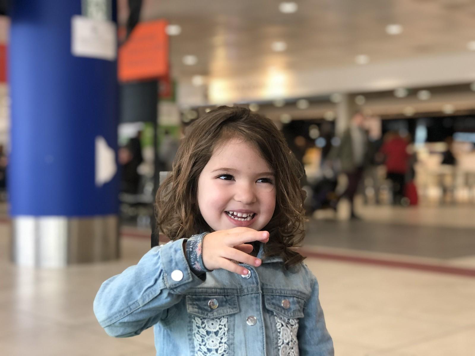 Con la pulsera geolocalizadora en el aeropuerto de Palermo