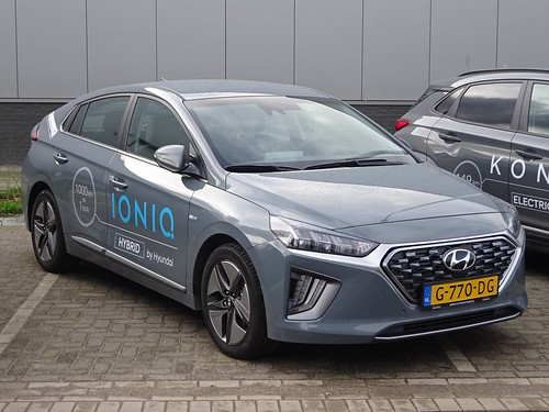 2020 Hyundai Ioniq Hybrid Photo