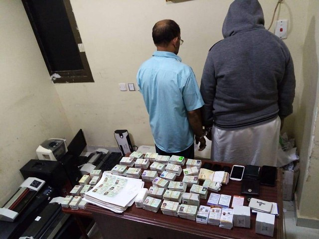 5514 2 expats arrested with 2500 fake Iqama cards 01
