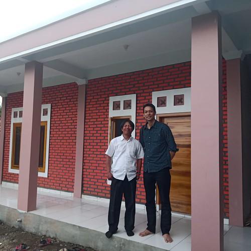 Selesainya pembangunan kembali kelas yang terbakar di Sekolah Al Bayyan berlokasi di kaki gunung Cikuray, Garut