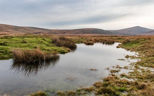 dartmoor nationalpark devon water pond hill grass moor landscape sky steeperton tor taw valley reflection desolation