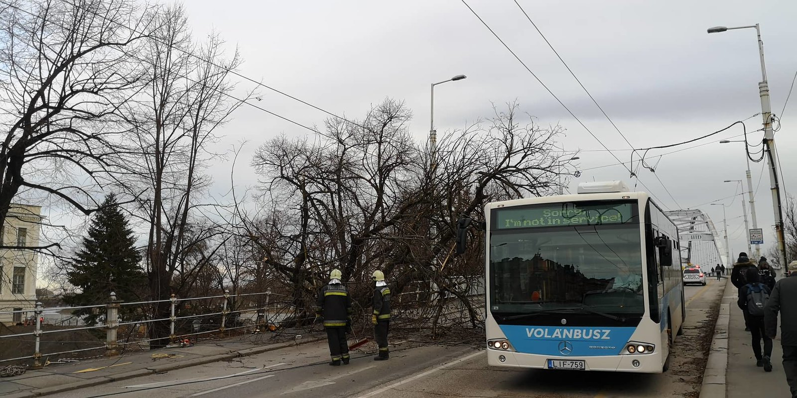 Lezárták a Belvárosi hidat