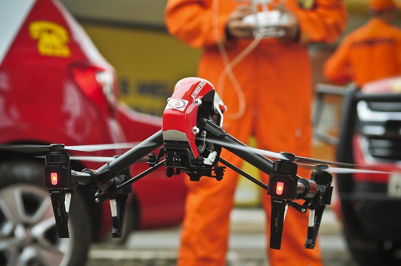 Vigilância Ambiental e Corpo de Bombeiros usam drone para vistoriar imóveis fechados no SIA