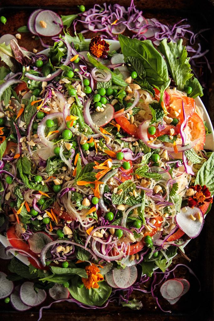 新鲜素食越南面条沙拉(素食主义者和无麸质)来自Heatherchristo.com