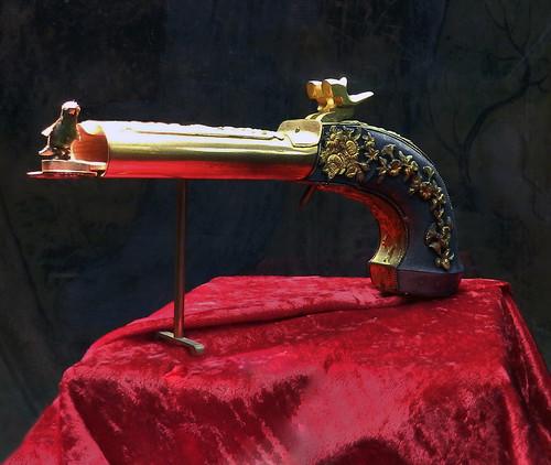 Pistola pajaro cantor autómata 27 cm de largo museo de Musica Mecanica Siegfried's Mechanical Museum Rudesheim Alemania