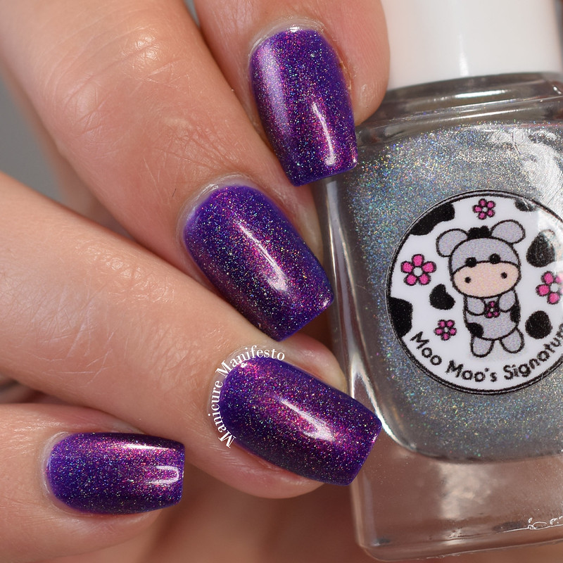 Moo Moo's Signatures Dreaming Of Holo swatch