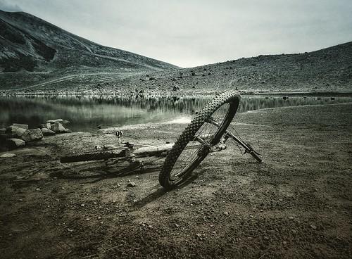 bicicleta cycling blackandwhite blancoynegro lago lake volcán landscape paisaje