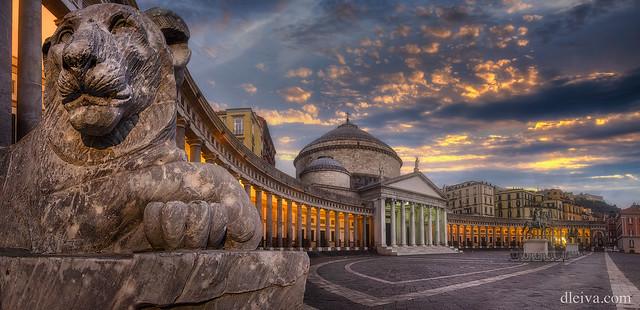 Plaza del Plebiscito, Napoles, Italia