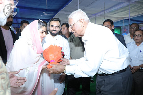HH being welcomed by VD Nagpal Ji, Vice President SNM