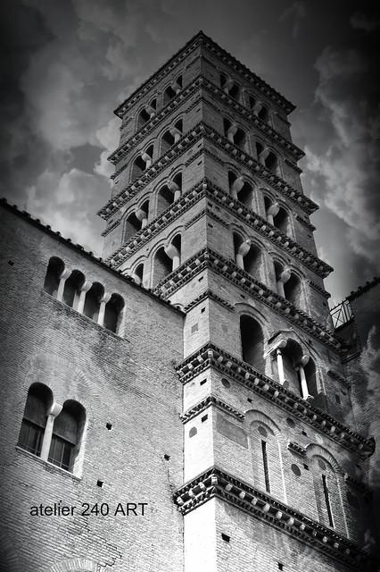 Torre Campanaria della Basilica dei Santi Giovanni e Paolo al Celio-ROMA