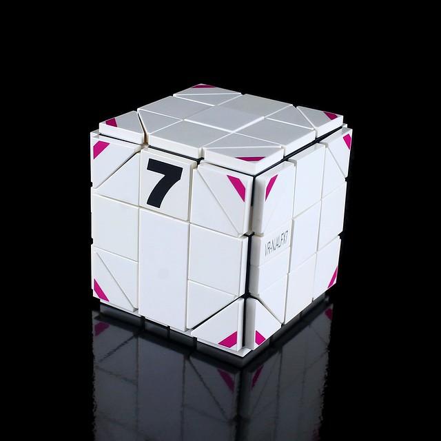 Cube-Robo