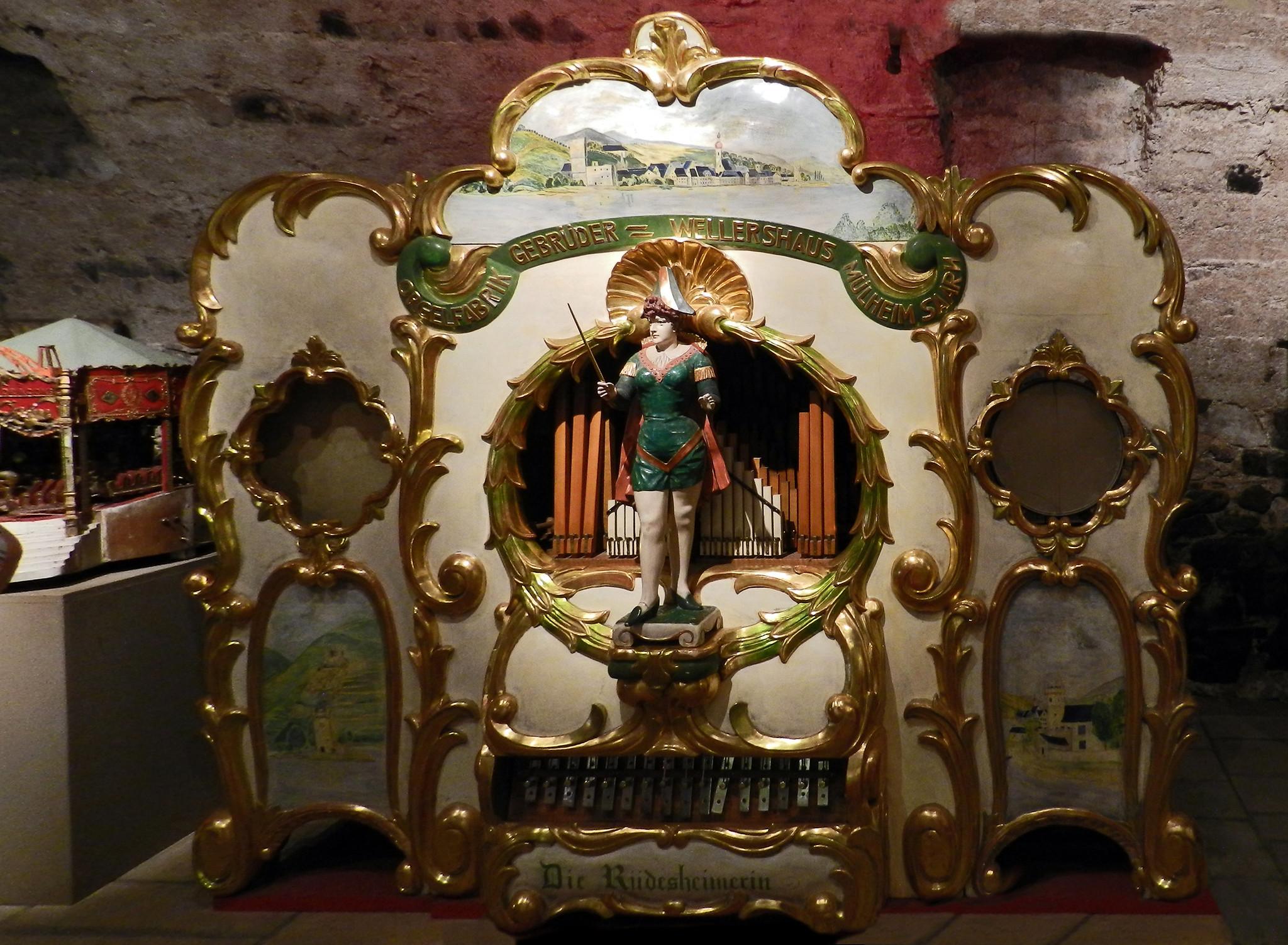 organo de feria Gebrüder Wellesrshaus Mulheim Saarn museo Gabinete de Musica Mecanica de Siegfried Siegfried's Mechanical Museum Rudesheim Alemania